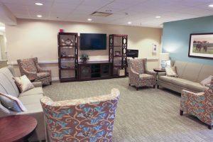 Charter Senior Living of Edgewood community lounge